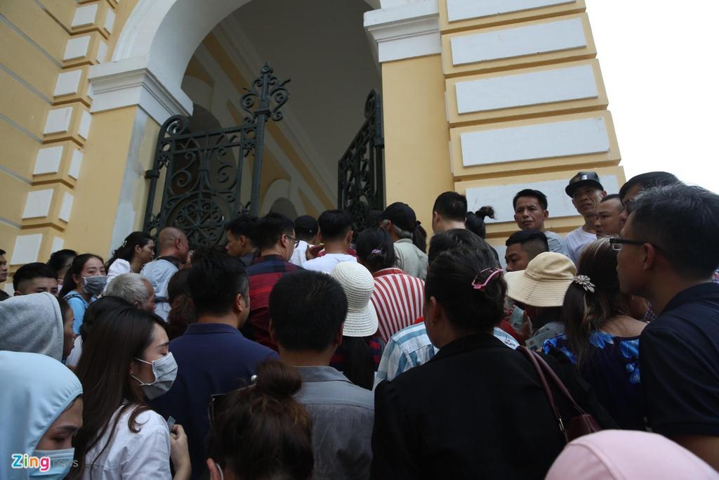 Hang tram nguoi den du phien xu Ngoc Miu, Van Kinh Duong hinh anh 12