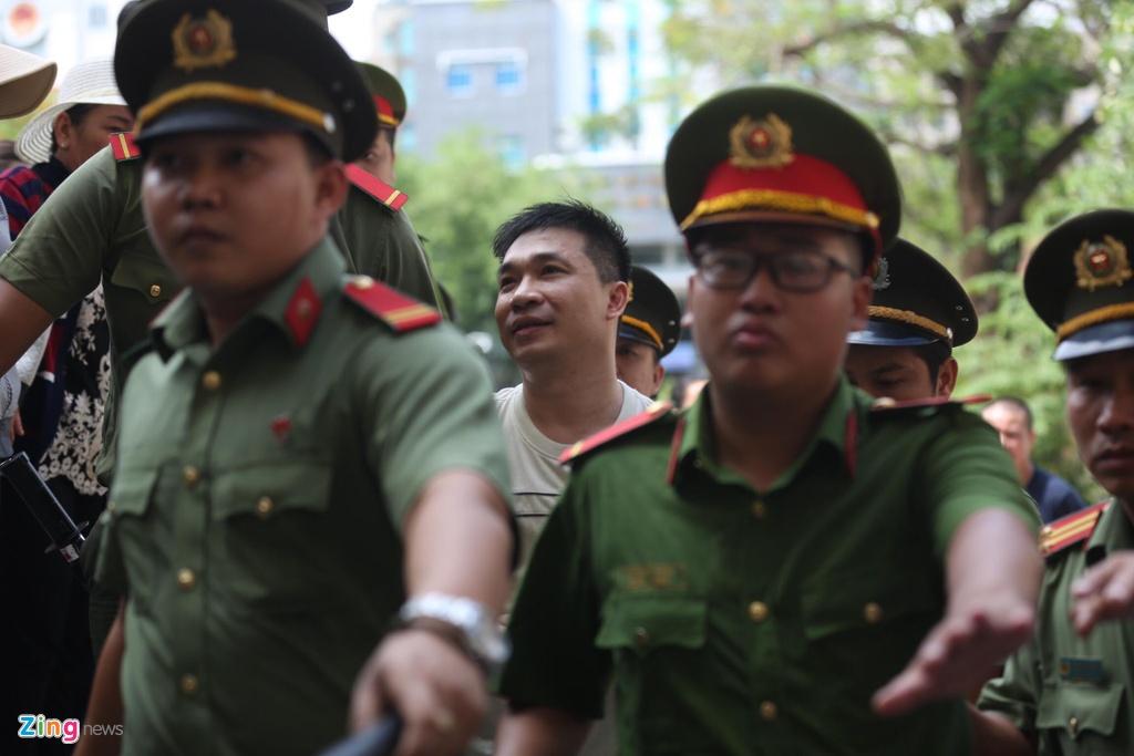 Hang tram nguoi den du phien xu Ngoc Miu, Van Kinh Duong hinh anh 5
