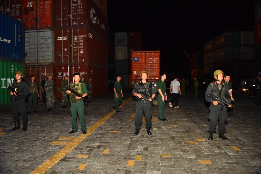 Rạng sáng 19/7, Cục Cảnh sát điều tra tội phạm về ma túy (C04 - Bộ Công an) phối hợp cùng Cục phòng chống tội phạm ma túy của Bộ tư lệnh Biên phòng kiểm tra container trọng lượng khoảng 30 tấn tại khu vực Cảng Cát Lái, TP.HCM.