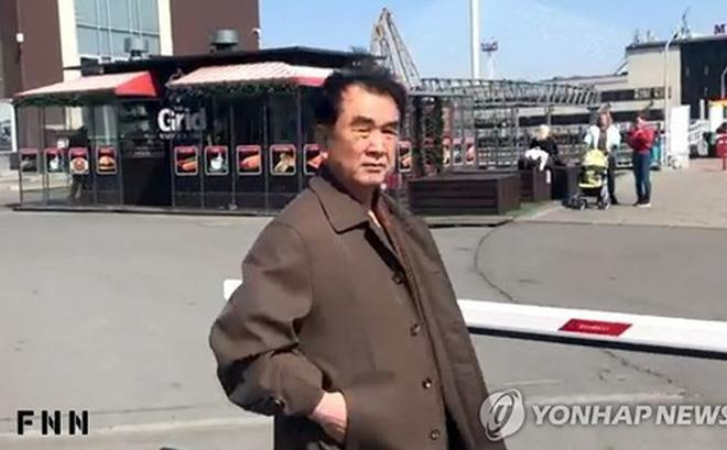 Hinh anh Kim Jong Un trong chuyen tham don vi khong quan hinh anh 9