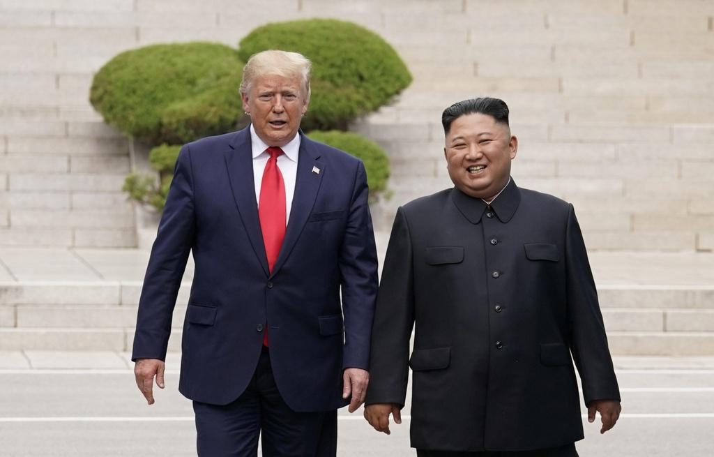 Trump - Kim gap go bat ngo, bat tay chop nhoang tren dat Trieu Tien hinh anh 5