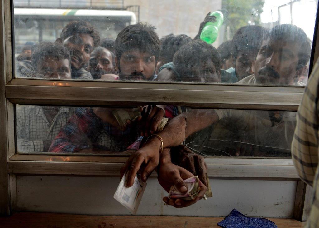 'Dia nguc tran gian' ben trong Kashmir, noi bi co lap voi the gioi hinh anh 13