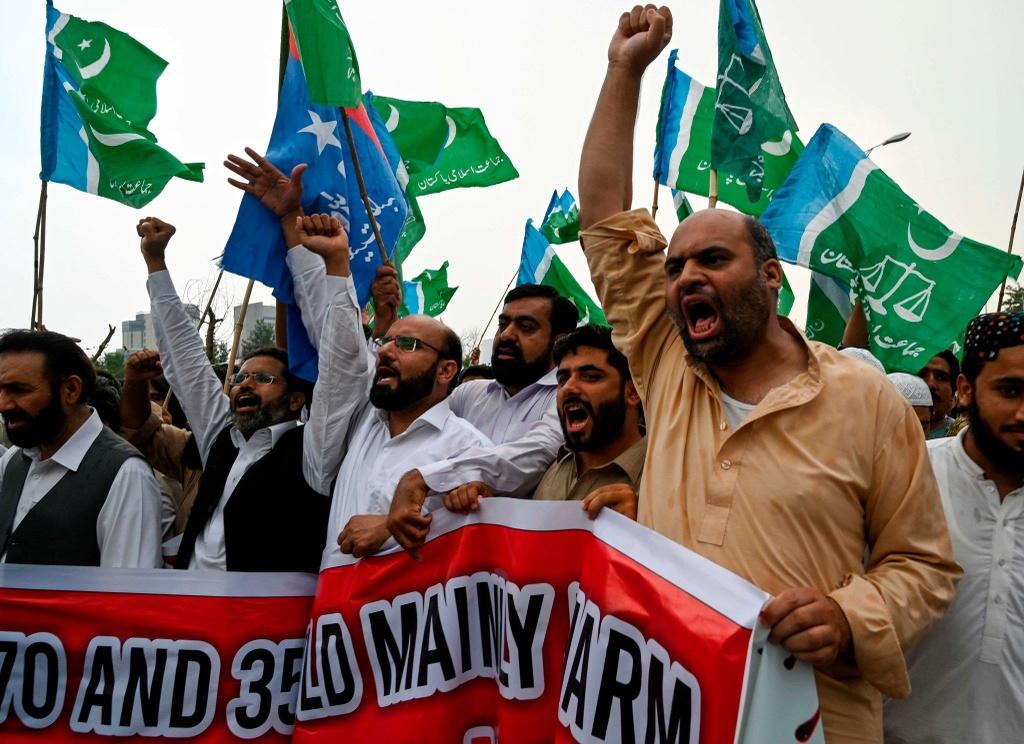 'Dia nguc tran gian' ben trong Kashmir, noi bi co lap voi the gioi hinh anh 20
