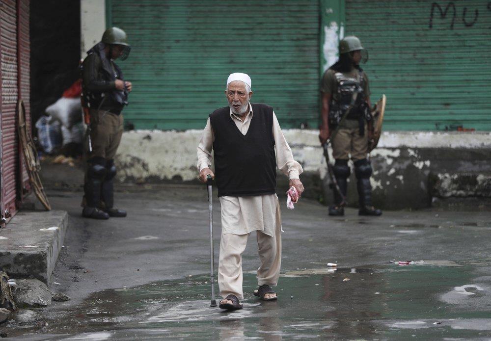 'Dia nguc tran gian' ben trong Kashmir, noi bi co lap voi the gioi hinh anh 23