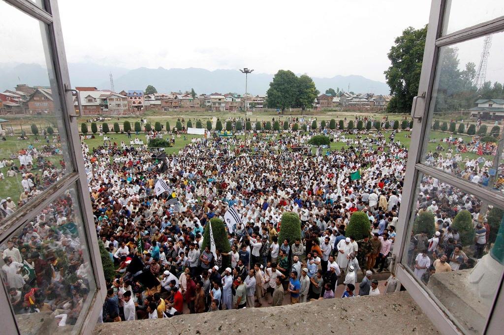 'Dia nguc tran gian' ben trong Kashmir, noi bi co lap voi the gioi hinh anh 4