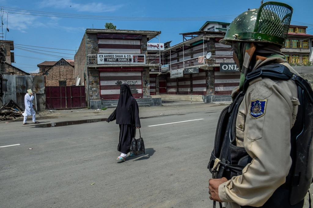 'Dia nguc tran gian' ben trong Kashmir, noi bi co lap voi the gioi hinh anh 8