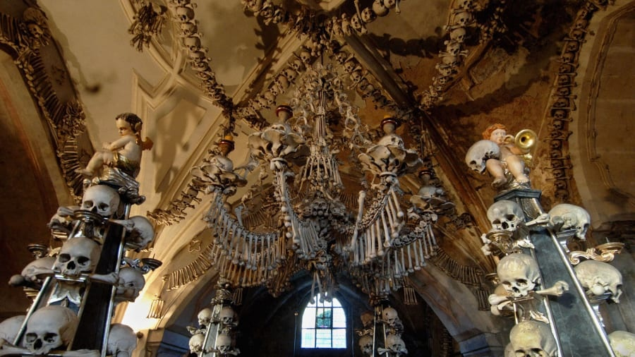 Nhà thờ xương ở Séc cấm chụp ảnh selfie vì sợ sọ người bị cưỡng hôn