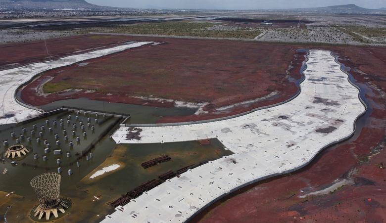 """Dự án hiện tại được Tổng thống Lopez Obrador ngợi ca là """"Tenochtitlan mới"""", ám chỉ thủ đô Aztec có tuổi đời hàng thế kỷ được xây dựng giữa lòng hồ nước rộng lớn, nơi là thủ đô Mexico ngày nay."""