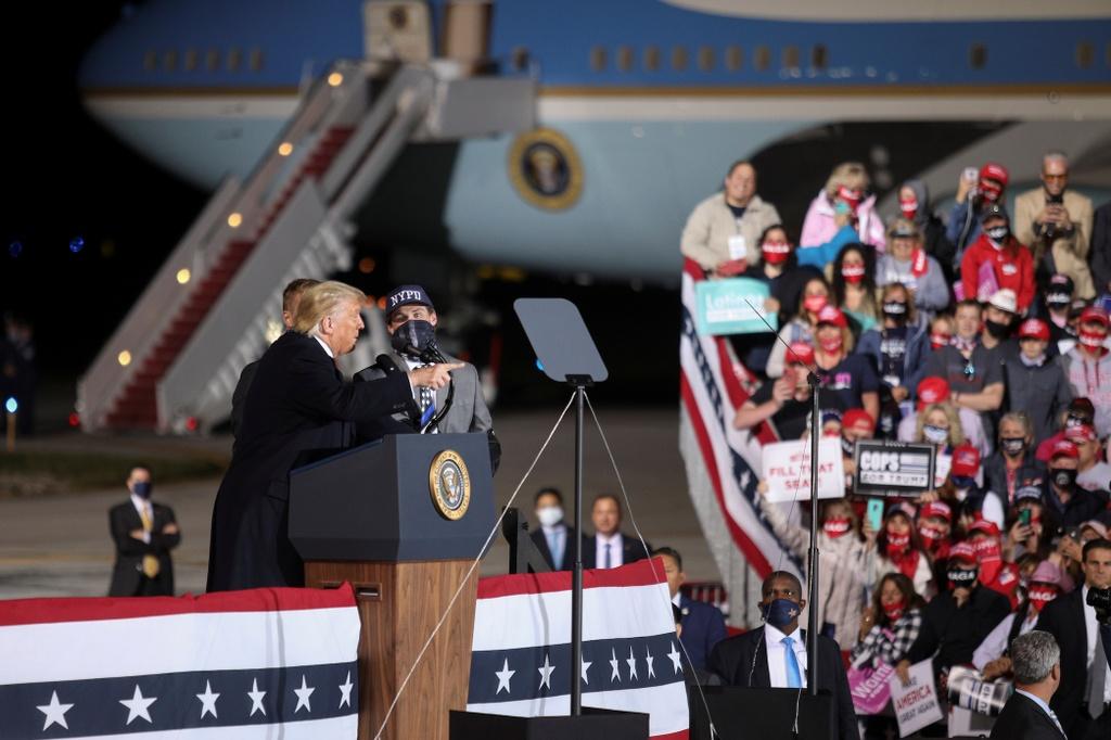 Tong thong Trump van dong tranh cu o Ohio anh 10
