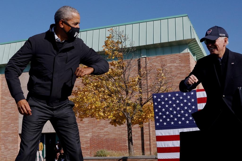 Ong Obama van dong cung ong Biden anh 2
