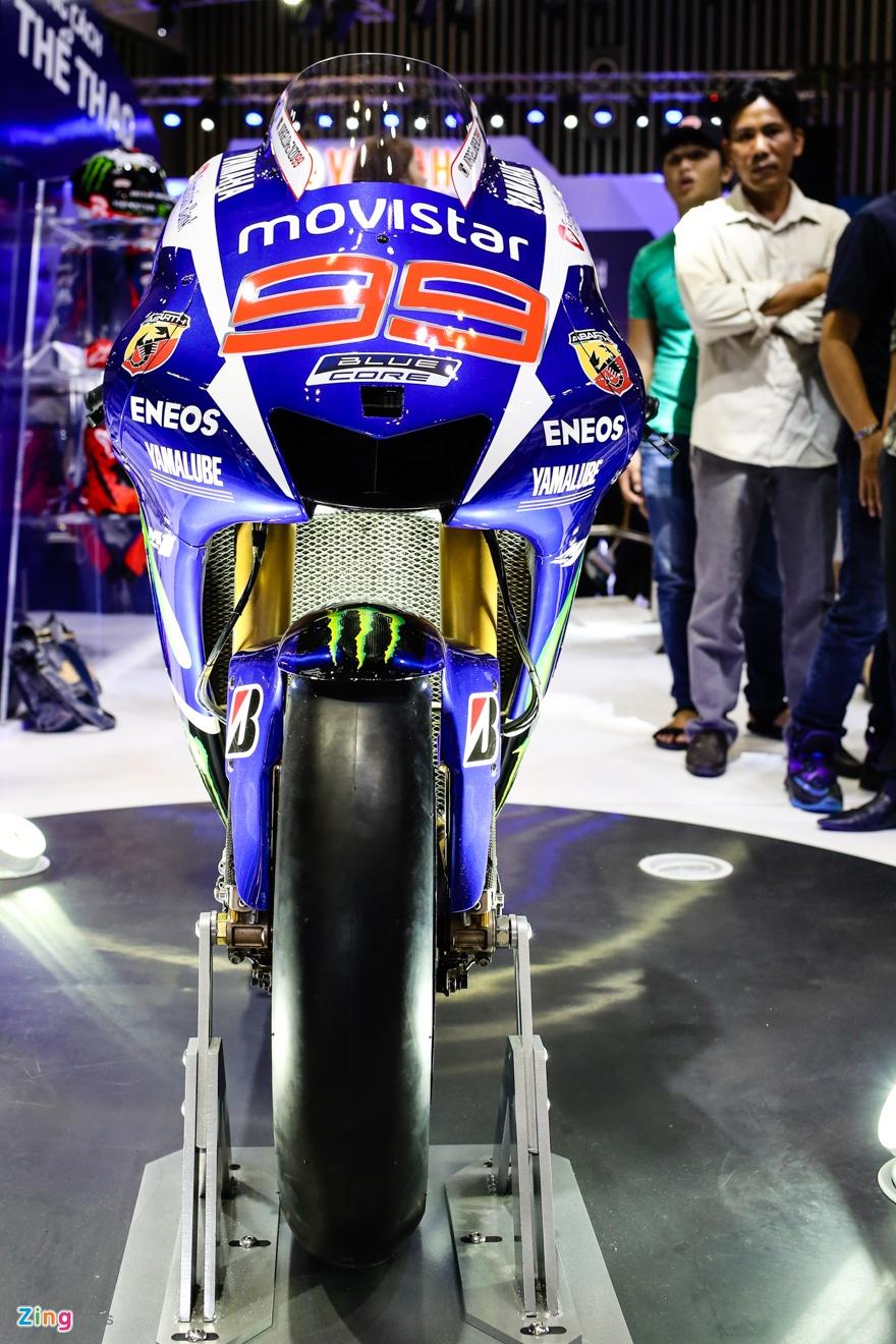 Yamaha M1 tai Viet Nam - xe vo dich MotoGP 2015 hinh anh 2