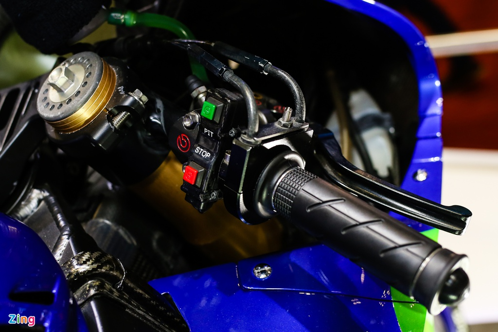 Yamaha M1 tai Viet Nam - xe vo dich MotoGP 2015 hinh anh 6