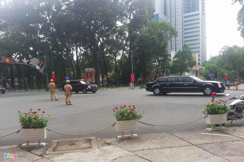 Cadillac One cua Tong thong Obama tren duong pho Sai Gon hinh anh 12