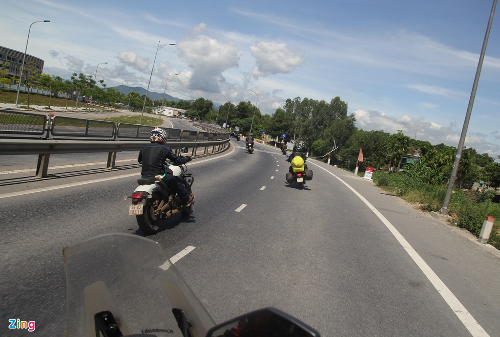 Phuot 2.000 km xuyen Viet tren nhung chiec Kawasaki hinh anh 10