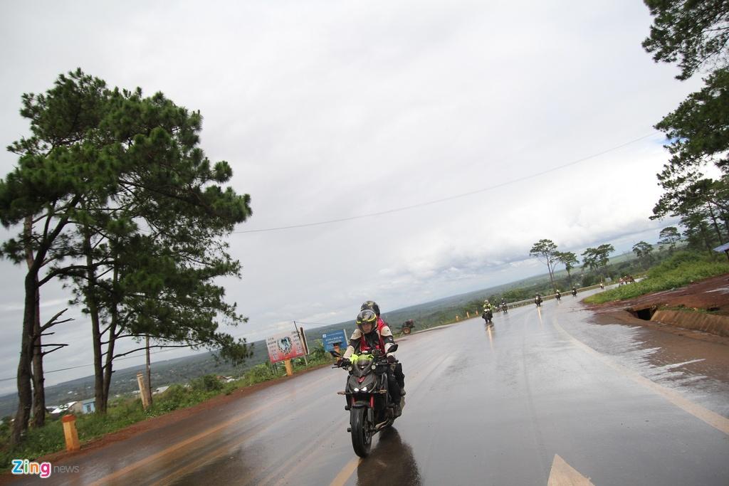 Phuot 2.000 km xuyen Viet tren nhung chiec Kawasaki hinh anh 2