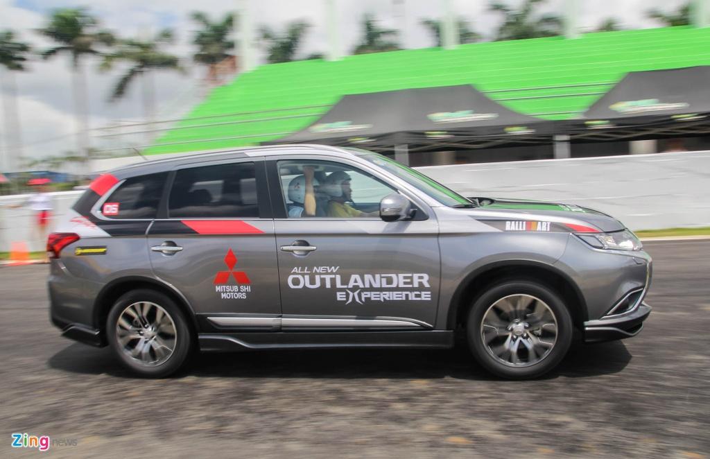 Chi tiet Mitsubishi Outlander vua ra mat tai VN hinh anh 3