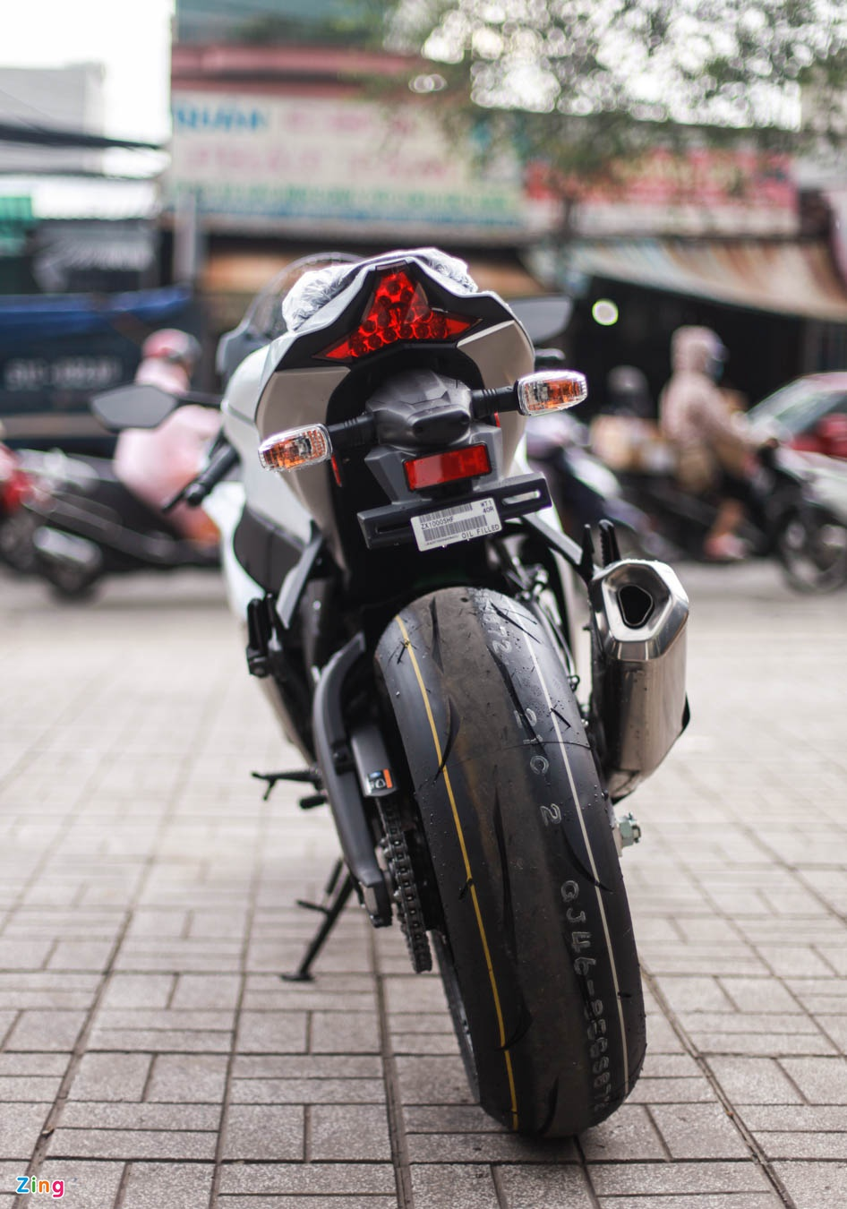 Kawasaki Ninja ZX 10R 2017 dau tien ve Viet Nam hinh anh 7