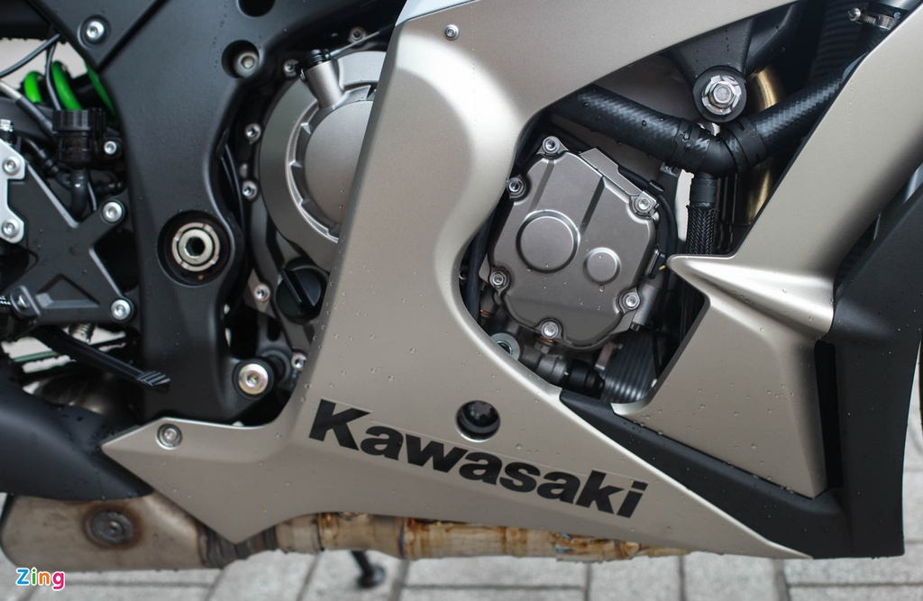 Kawasaki Ninja ZX 10R 2017 dau tien ve Viet Nam hinh anh 6