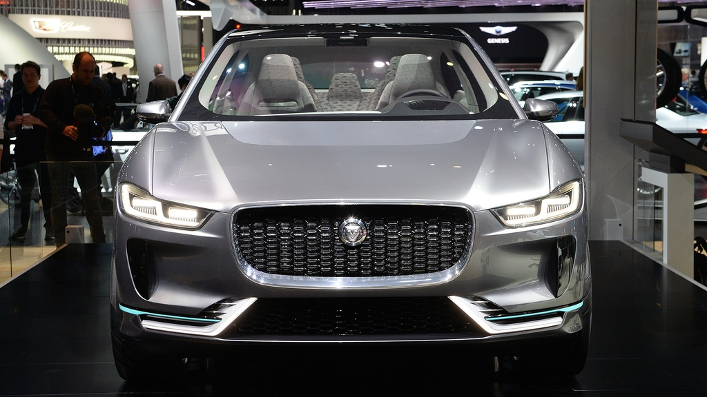 Jaguar I-Pace concept: Tuong lai cua SUV dien hinh anh 5