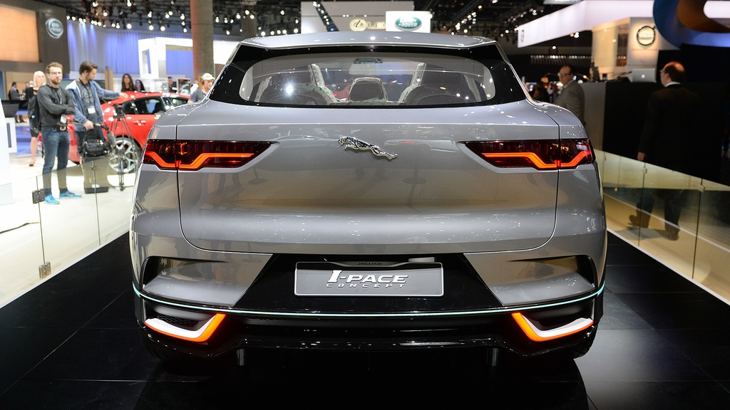 Jaguar I-Pace concept: Tuong lai cua SUV dien hinh anh 6