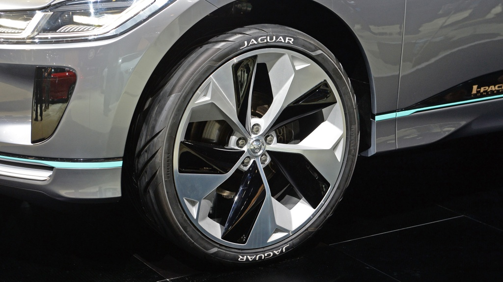 Jaguar I-Pace concept: Tuong lai cua SUV dien hinh anh 8