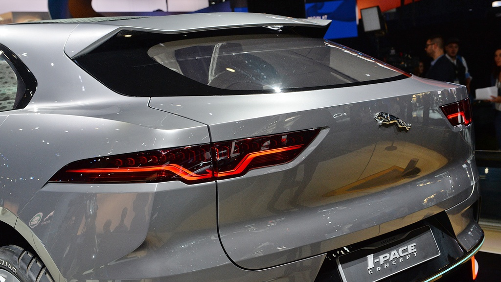 Jaguar I-Pace concept: Tuong lai cua SUV dien hinh anh 9