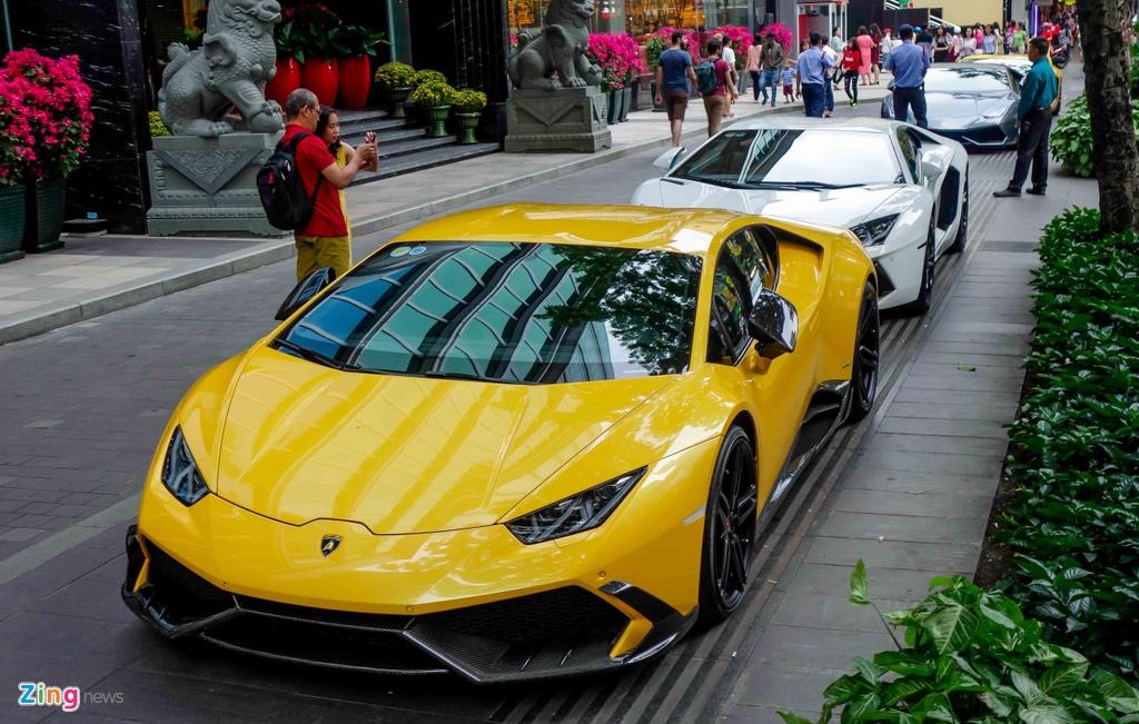 Cuong Do La va cac dai gia Sai Gon choi Tet bang Lamborghini hinh anh 1