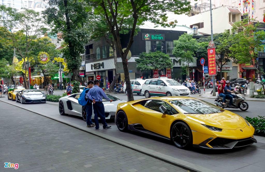 Cuong Do La va cac dai gia Sai Gon choi Tet bang Lamborghini hinh anh 2