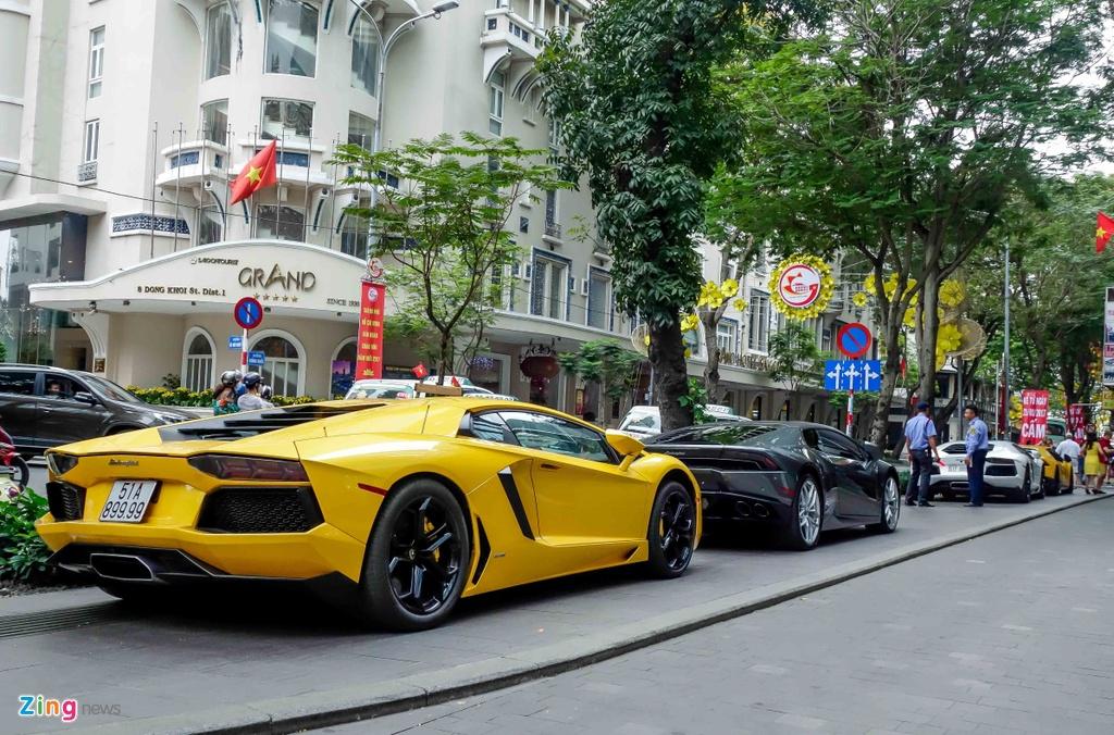 Cuong Do La va cac dai gia Sai Gon choi Tet bang Lamborghini hinh anh 3