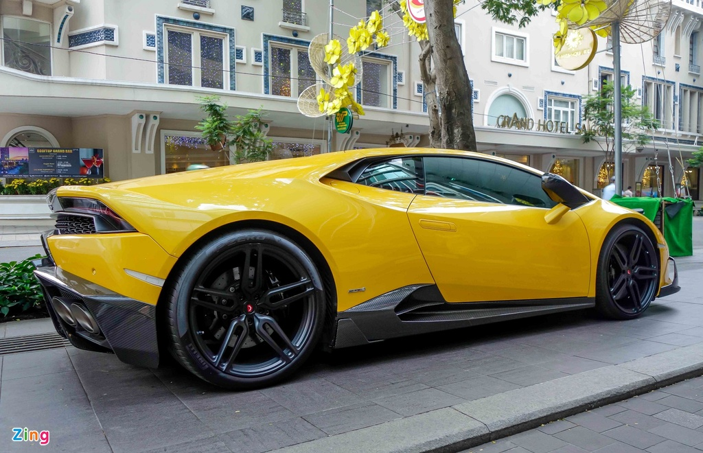 Cuong Do La va cac dai gia Sai Gon choi Tet bang Lamborghini hinh anh 4