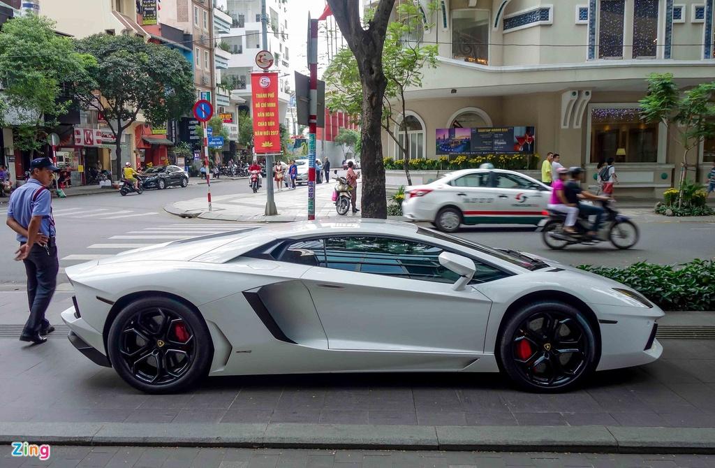 Cuong Do La va cac dai gia Sai Gon choi Tet bang Lamborghini hinh anh 8