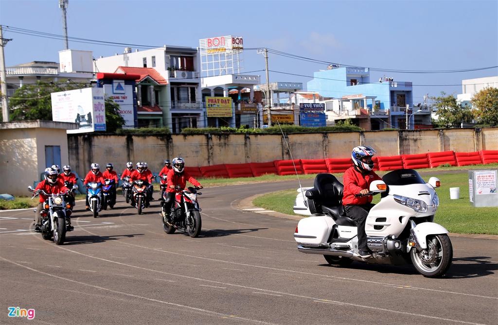 Nghin nguoi xem dua xe Honda chang cuoi tai Phu Yen hinh anh 5