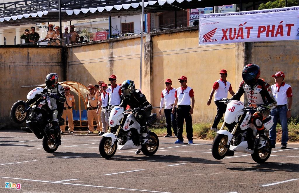 Nghin nguoi xem dua xe Honda chang cuoi tai Phu Yen hinh anh 6