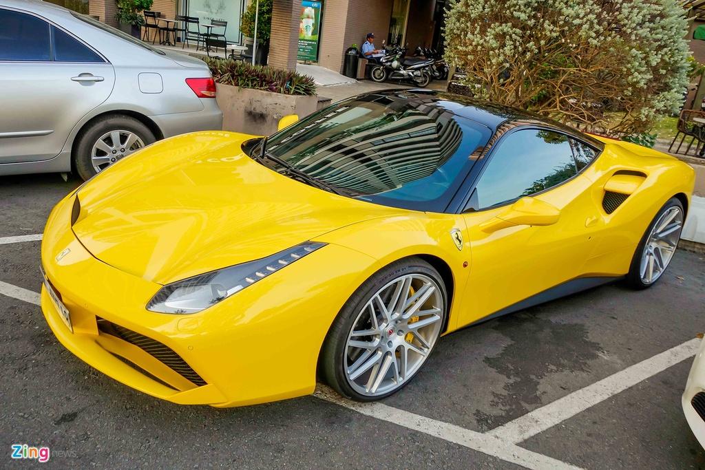 Sieu xe Ferrari 488 GTB mau vang ve tay Cuong Do La hinh anh 4