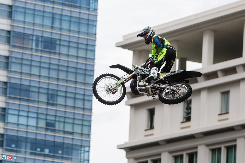 trinh dien moto bay Yamaha anh 7