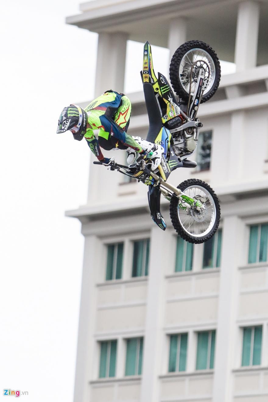 trinh dien moto bay Yamaha anh 8