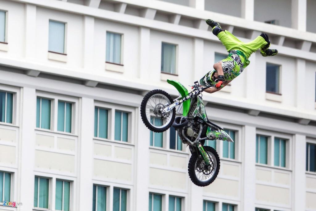 trinh dien moto bay Yamaha anh 4