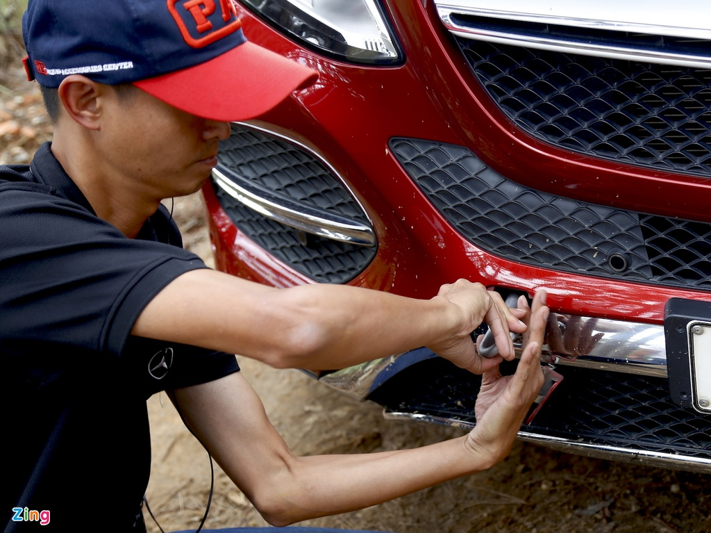 Mercedes GLE chuc ty off-road anh 9