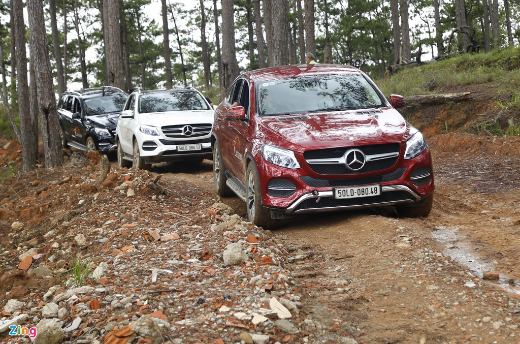 Mercedes GLE chuc ty off-road anh 4