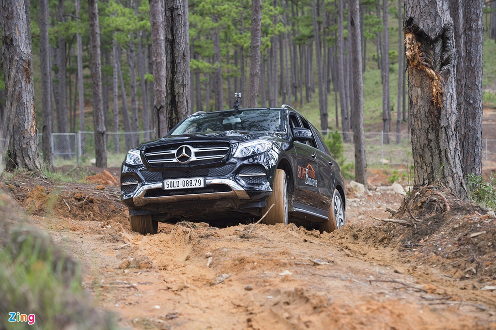 Mercedes GLE chuc ty off-road anh 5