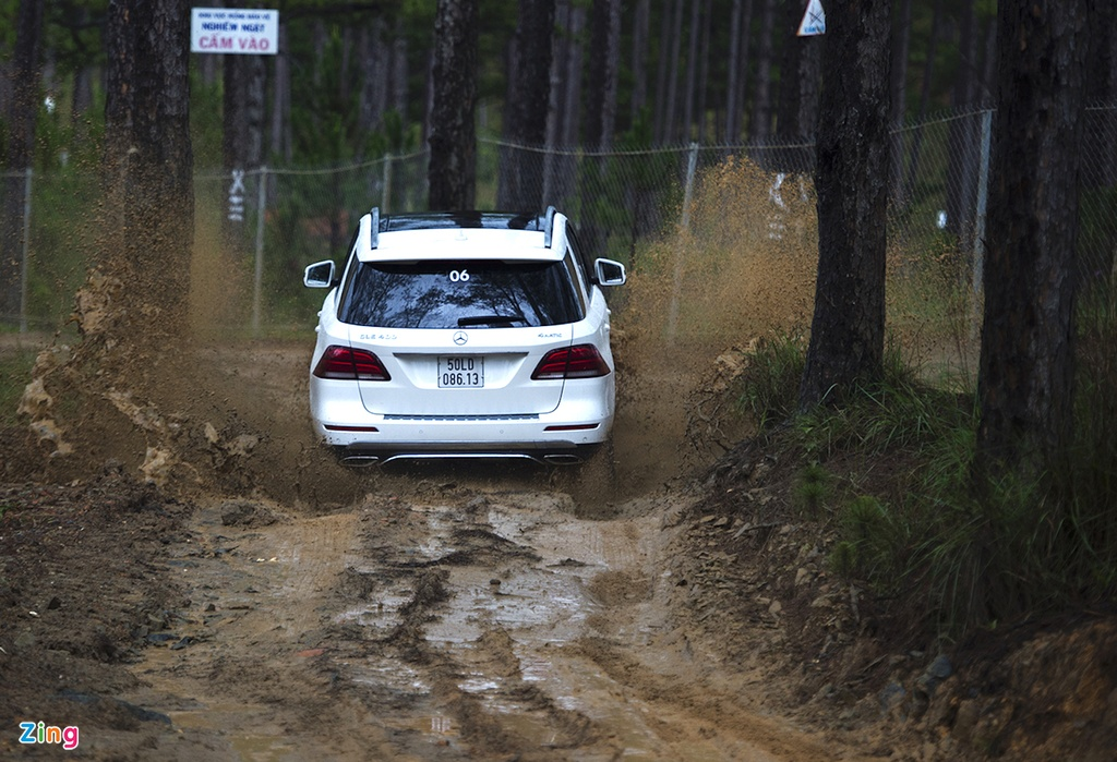 Mercedes GLE chuc ty off-road anh 6