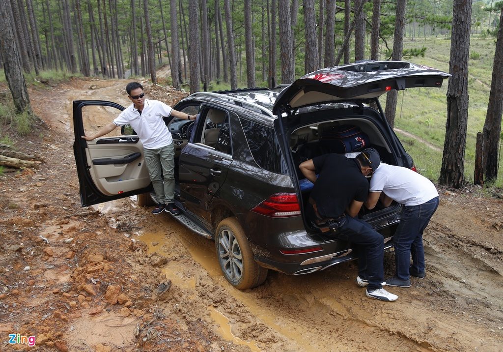 Mercedes GLE chuc ty off-road anh 8