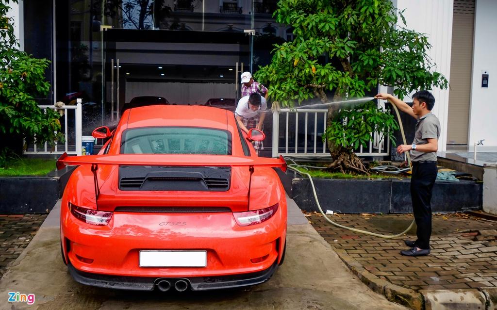 Cuong Do La tu tay rua sieu xe Porsche 911 GT3 moi tau hinh anh 3