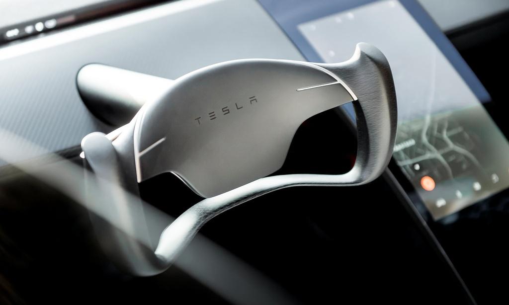 9 dieu bien Tesla Roadster thanh 'iPhone X' cua lang xe hoi hinh anh 8