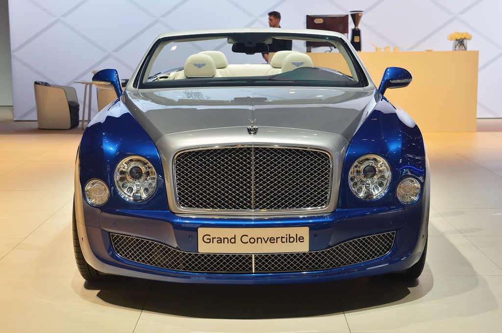 Bentley gioi thieu Mulsanne mui tran o Dubai, gia 3,5 trieu USD hinh anh 3