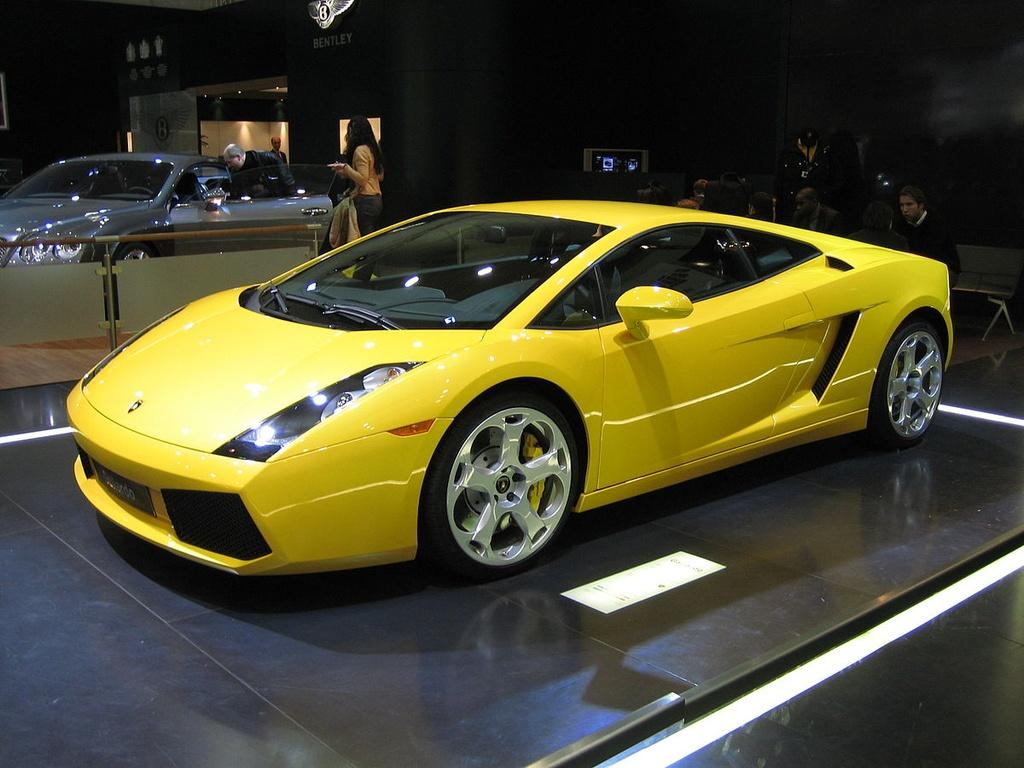 Duong thang tram cua hang sieu xe Lamborghini hinh anh 22