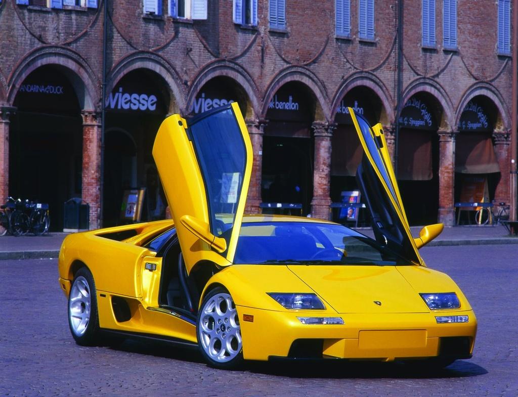 Duong thang tram cua hang sieu xe Lamborghini hinh anh 18