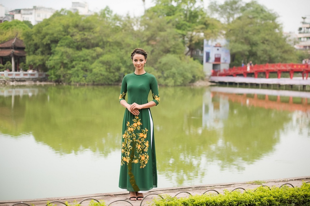 Hoa hau Phap dao Ho Guom anh 6