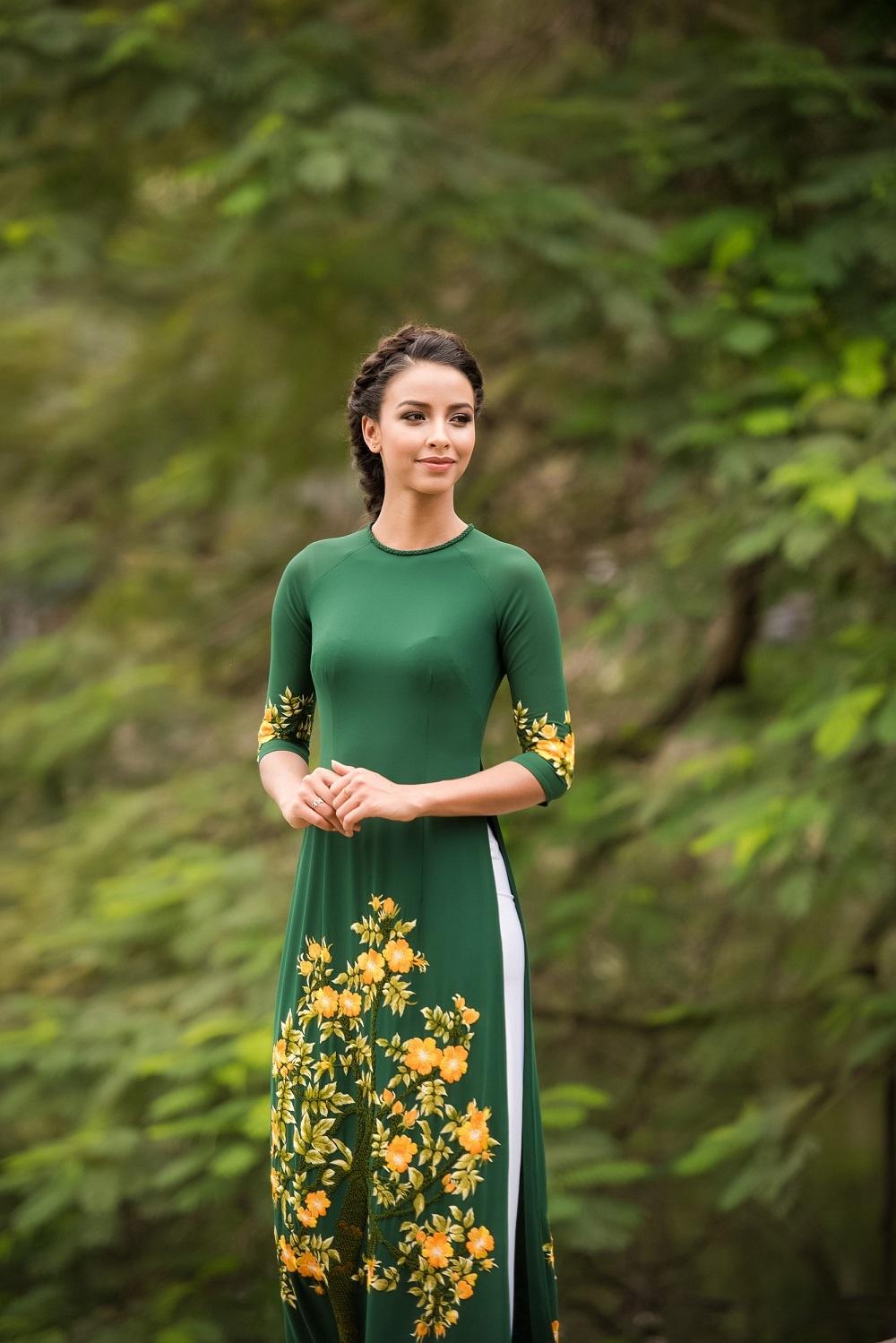 Hoa hau Phap dao Ho Guom anh 7