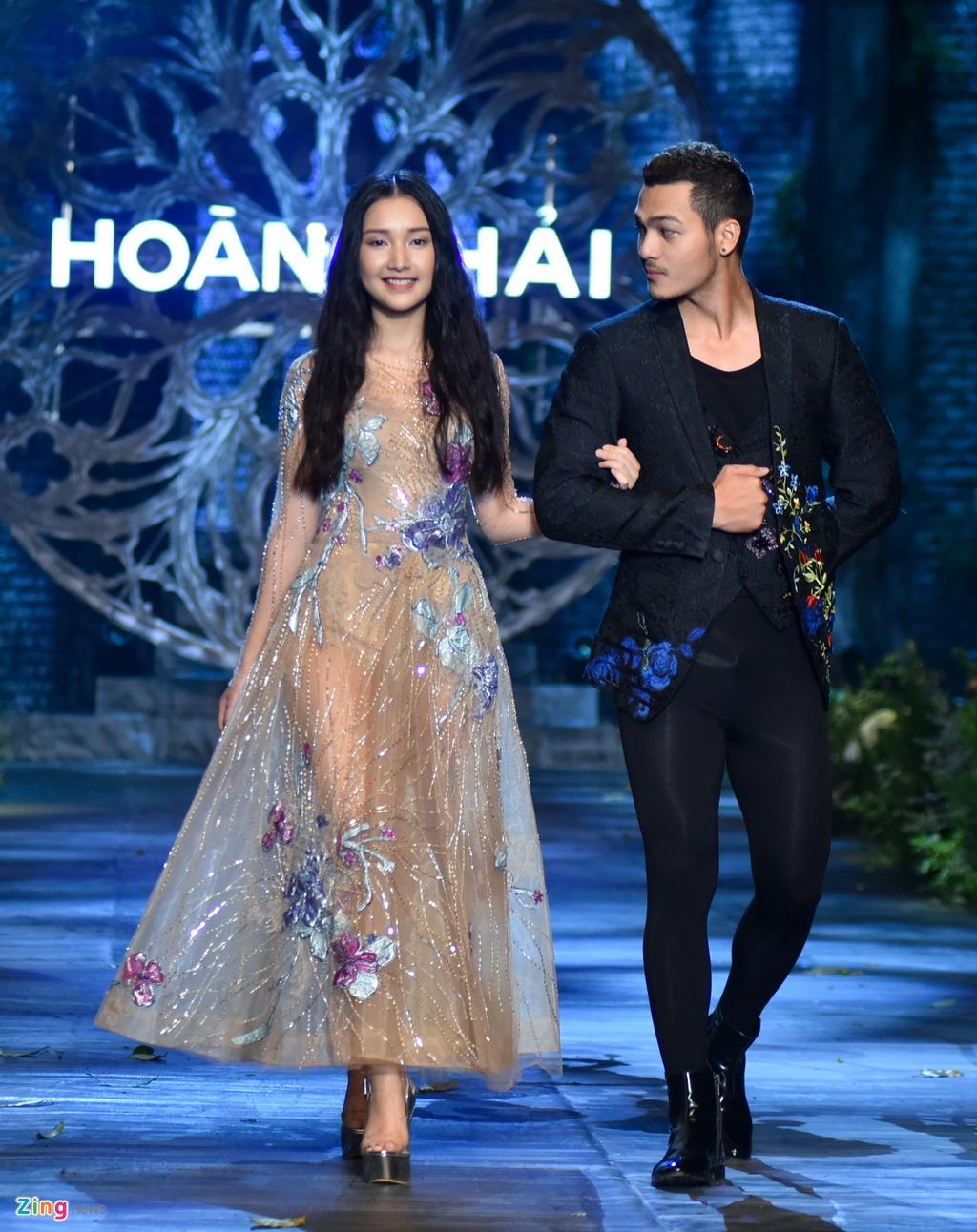 Hoa hau Phap va Do My Linh quyen ru khi lam vedette o show Hoang Hai hinh anh 9